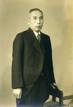 創立者高岡徳太郎